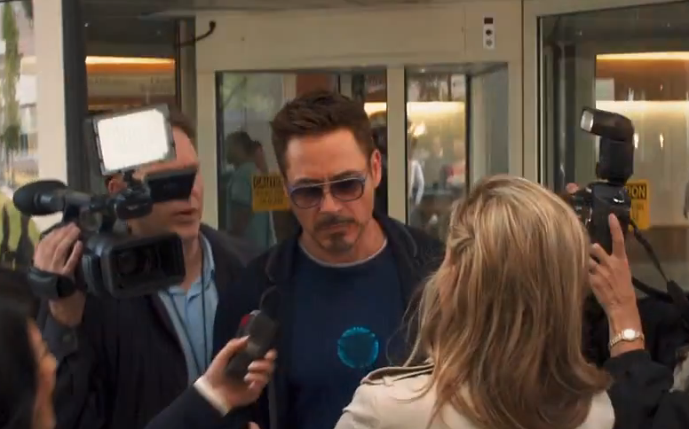 robert-downey-jr-wearing-matsuda-m3023-sunglasses-luxuryeyesite.png