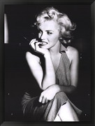 Marilyn Monroe - sitting - Unknown