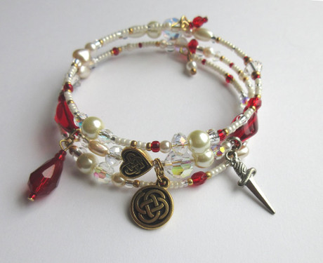 Pearl and ruby red beads represent Act 3 of Donizetti's opera Lucia di Lammermoor: Il dolce suono. Driven to the murder of Arturo, by the marriage arranged by her brother Ernico, Lucia hallucinates that she will be married now to her love Edgardo.