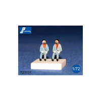 PJ Productions 721131 2x RAF pilots seated in a/c 60s Figures 1:72
