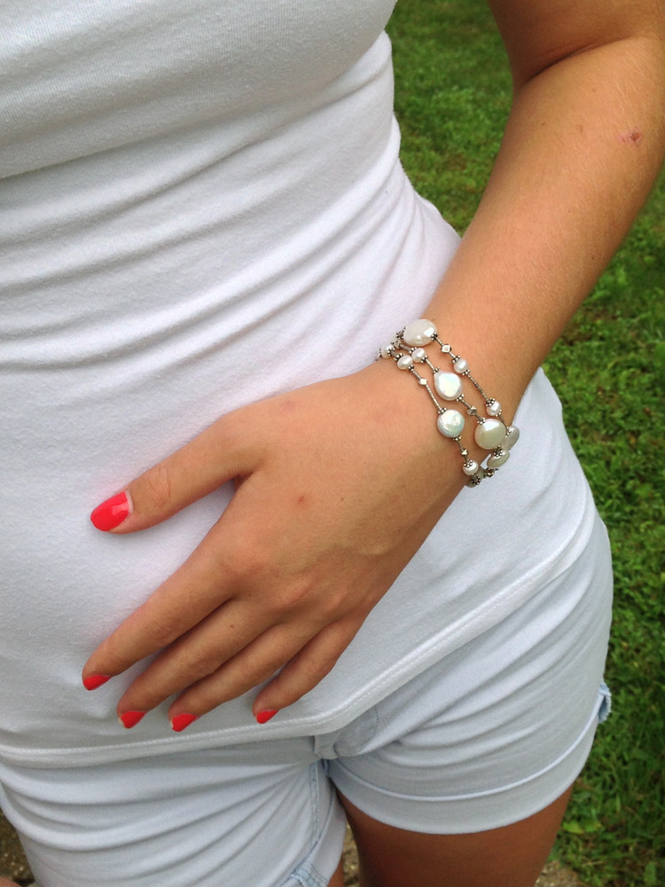 Classic pearl bracelet with a rustic feel