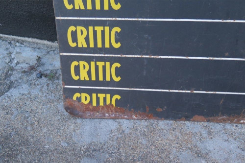 SCARCE VINTAGE AMERICAN CRITIC FEEDS, ILLINOIS AGRICULTURAL TIN SIGN.