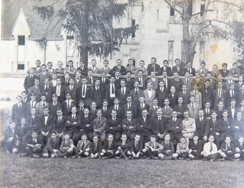 RARE 1920 IPSWICH GRAMMAR QLD BOYS SCHOOL GROUP PHOTO REAL PHOTO POSTCARD.