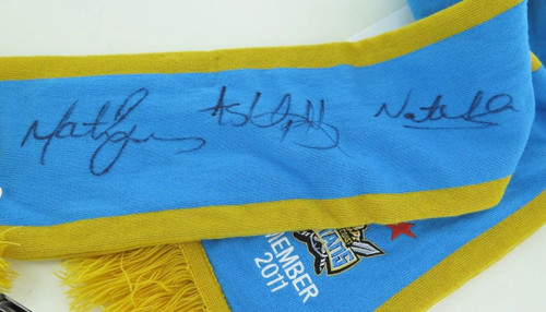 Gold Coast Titans signed supporters scarf w/ 3 signatures, mint condition