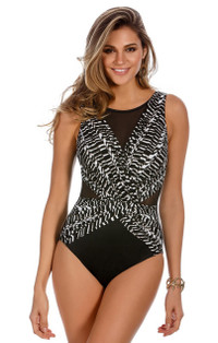 Between the Pleats Palma One Piece - DD Cup