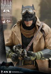 HOT TOYS BATMAN V SUPERMAN: DAWN OF JUSTICE KNIGHTMARE BATMAN 1/6TH SCALE COLLECTIBLE FIGURE