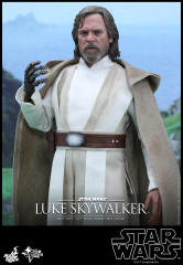 Hot Toys MMS390 Star Wars: The Force Awakens 1/6th scale Luke Skywalker Collectible Figure