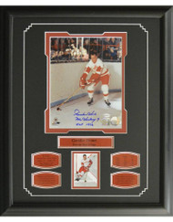 GORDIE HOWE AUTOGRAPH 16X20 FRAME - DETROIT RED WINGS