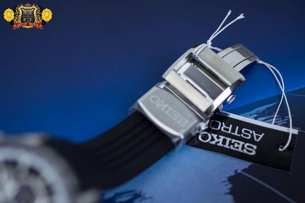 Seiko Astron GPS Solar Chronograph SSE015