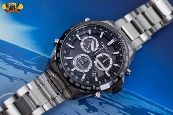 Seiko Astron GPS Solar Chronograph SSE011
