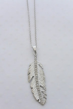 Rhinestone Embedded Leaf Necklace in Silver