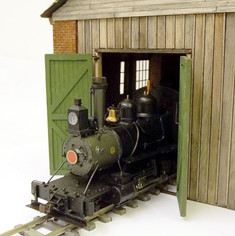 On30 engine shed doors with working hinges
