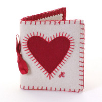 Heart Needle Case (Cream/Red)