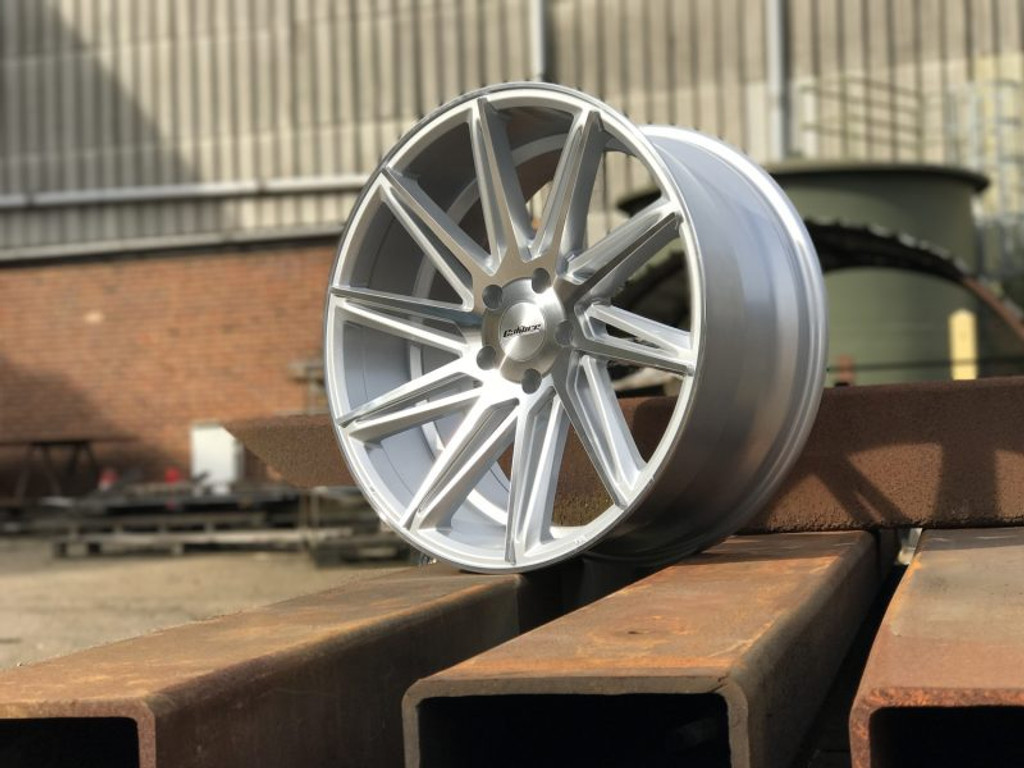 "18"" Calibre CC-A Silver Polished Face"