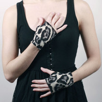 Grey Leopard Wool Fingerless Gloves