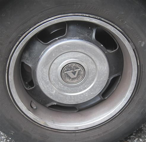 Volvo 240 Center Cap | 1980 1981 1982 1983 1984 1985