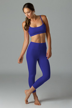 Yoga outfit gift-set with yoga capris leggings and yoga bra tops