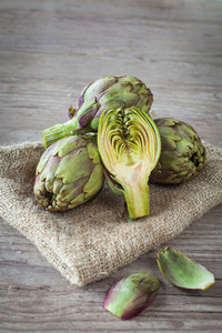Bali Small Pyramid Sea Salt for Artichokes Sauteed in Butter and White Wine