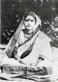 Anandamayi Ma Photo - Outside at Shahbagh - 5x7