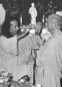 Paramhansa Yogananda Photo - Blessing Rajarsi Janakananda - 5x7