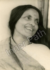 Anandamayi Ma Photo - Smiling Over Shoulder 5x7
