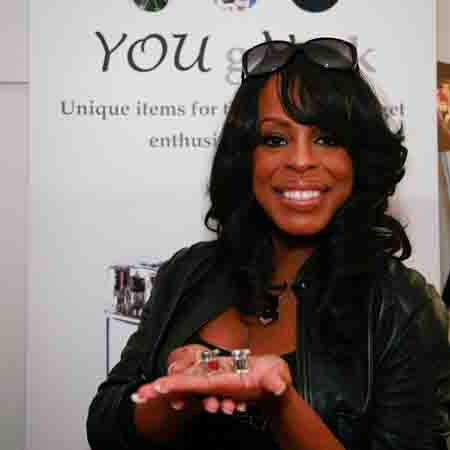 p1-8 Niecy Nash low res.jpg
