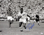 Pele Autographed 16x20 Photo CBD Brazil PSA/DNA Stock #68884
