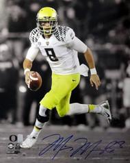 Marcus Mariota Autographed 16x20 Photo Oregon Ducks MM Holo Stock #89221