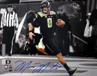 Marcus Mariota Autographed 16x20 Photo Oregon Ducks MM Holo Stock #89243