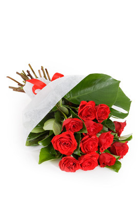 Bouquet of 12 red roses beautifully arranged for shipping anywhere in Italy.