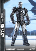 Hot Toys - Iron Man Mark XV - Sneaky