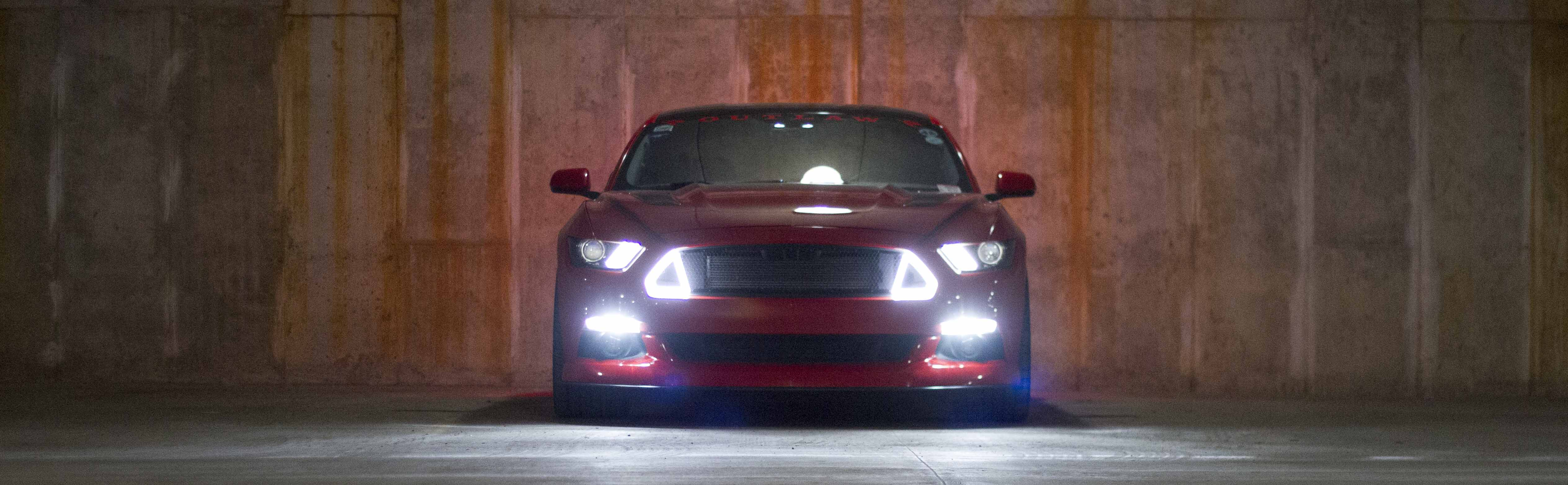 White DRL lighting, amber turn signals, automatically adjusts to your headlight brightness.