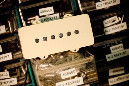 Humbucker under Jazzmaster