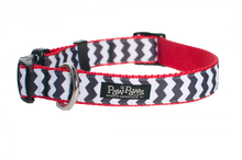 Chevron Black/Red Collar