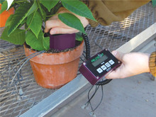 Test moisture with the FieldScout TDR 100