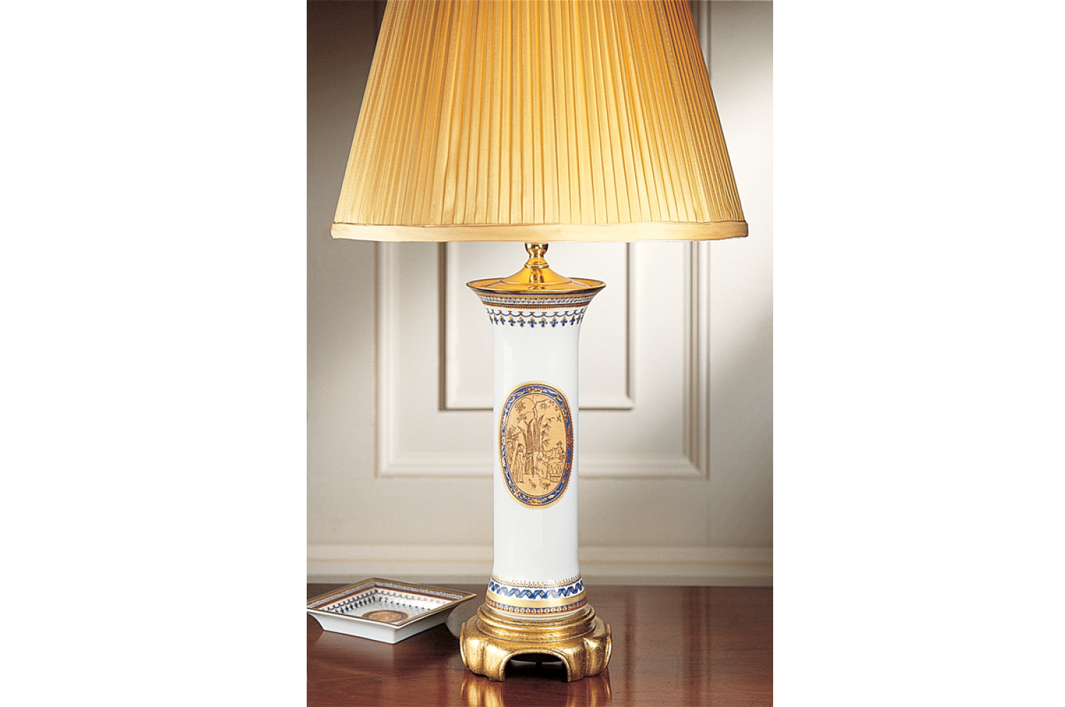 mottahedeh-chinoise-blue-trumpet-lamp-s1511l.png
