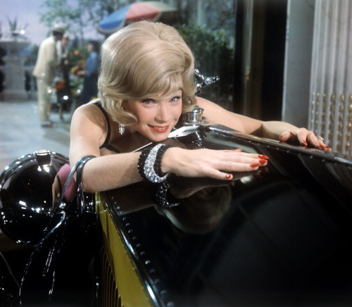 Picture of Shirley MacLaine in The Yellow Rolls-Royce