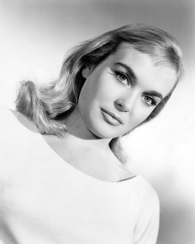 Picture of Shirley Eaton in Life Is a Circus