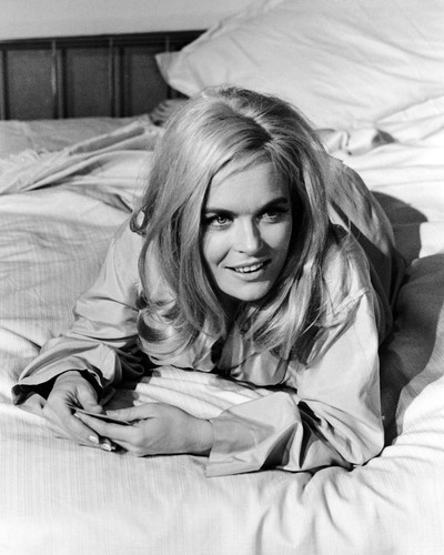 Picture of Shirley Eaton in Goldfinger