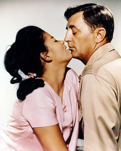 Picture of Robert Mitchum in Man in the Middle