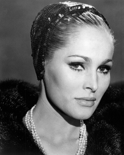 Picture of Ursula Andress in Le dolci signore