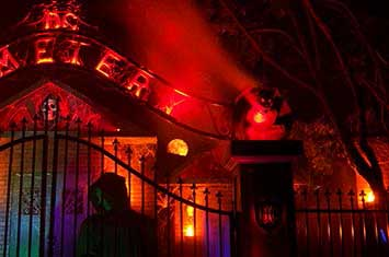 haunted houses decorations - Halloween Houses Decorated