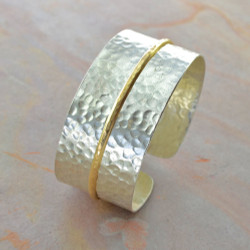 Streaming Gold Cuff