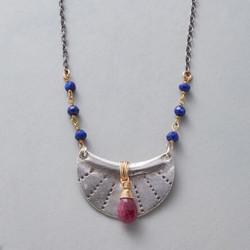 Amuleto Rojo Necklace