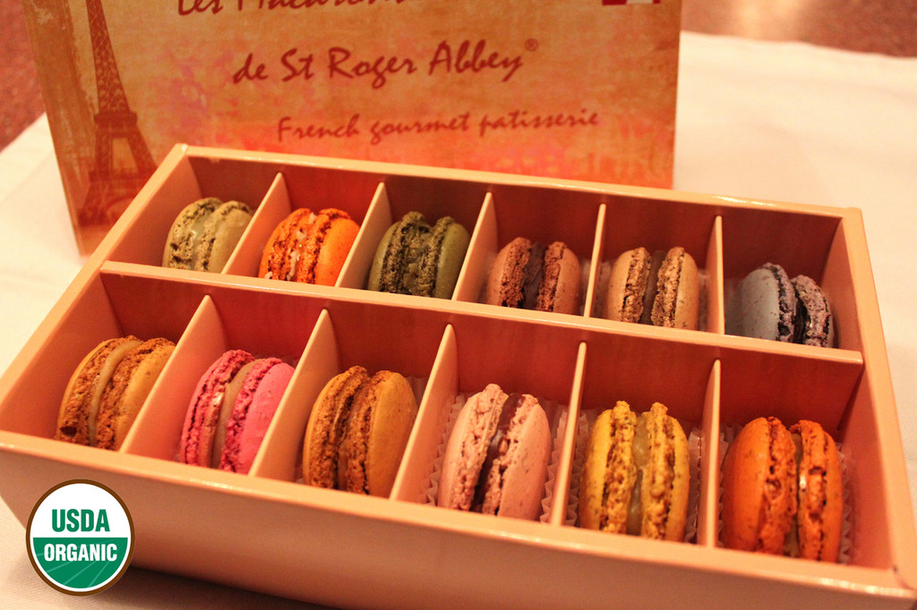 ORGANIC PARIS TOUR EIFFEL MACARON ASSORTMENT