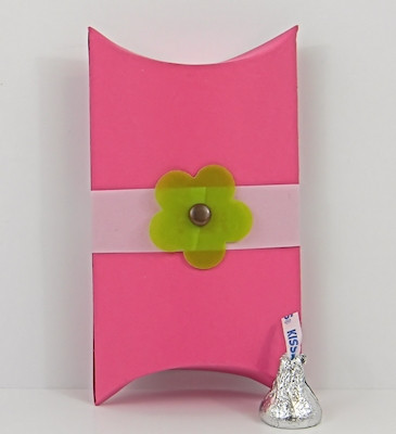 Small Pillow Box shown in PopTone Razzleberry. Box Belt & Blossom not included.