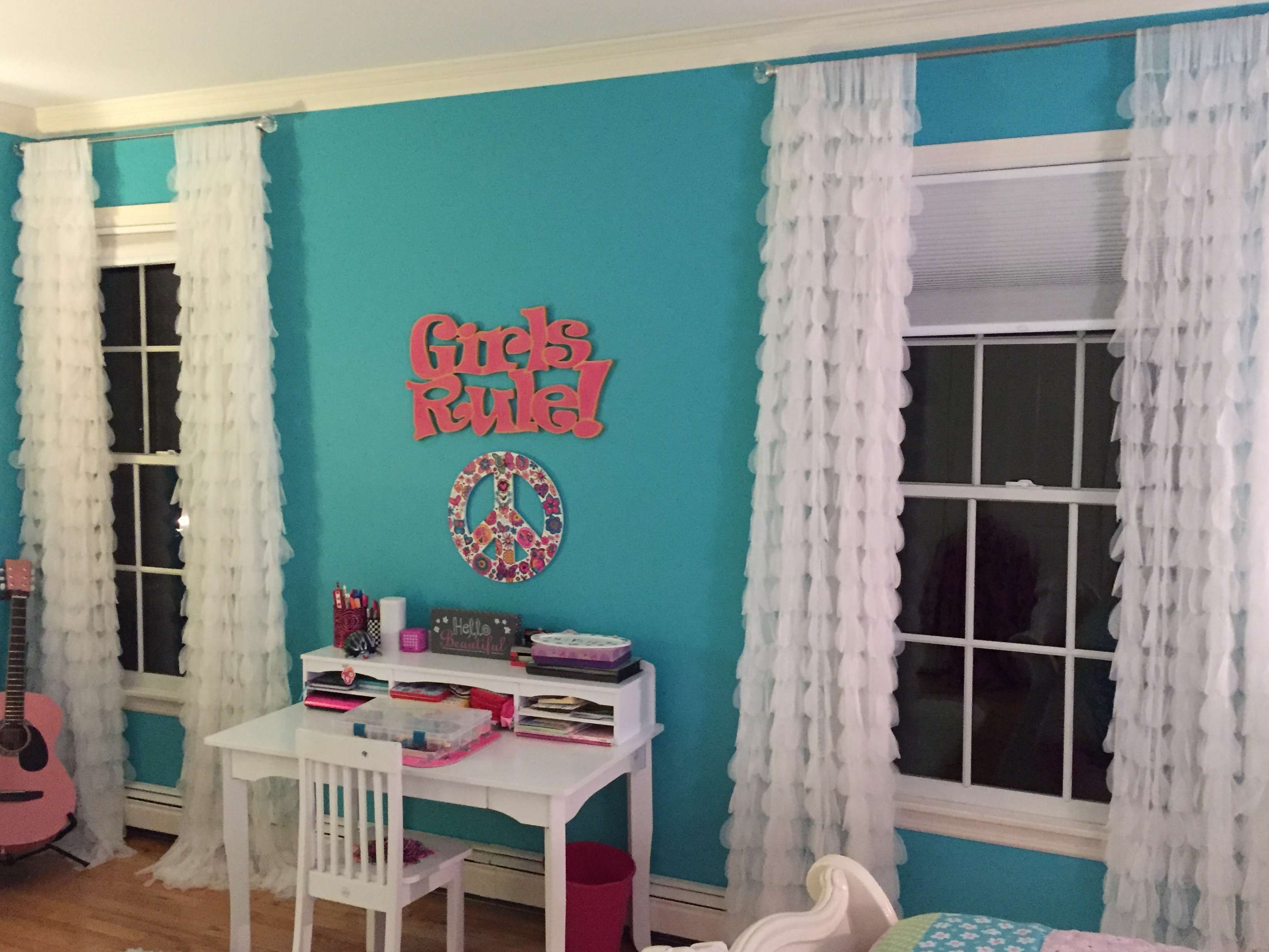 chichi-white-petal-girlsroom.jpg