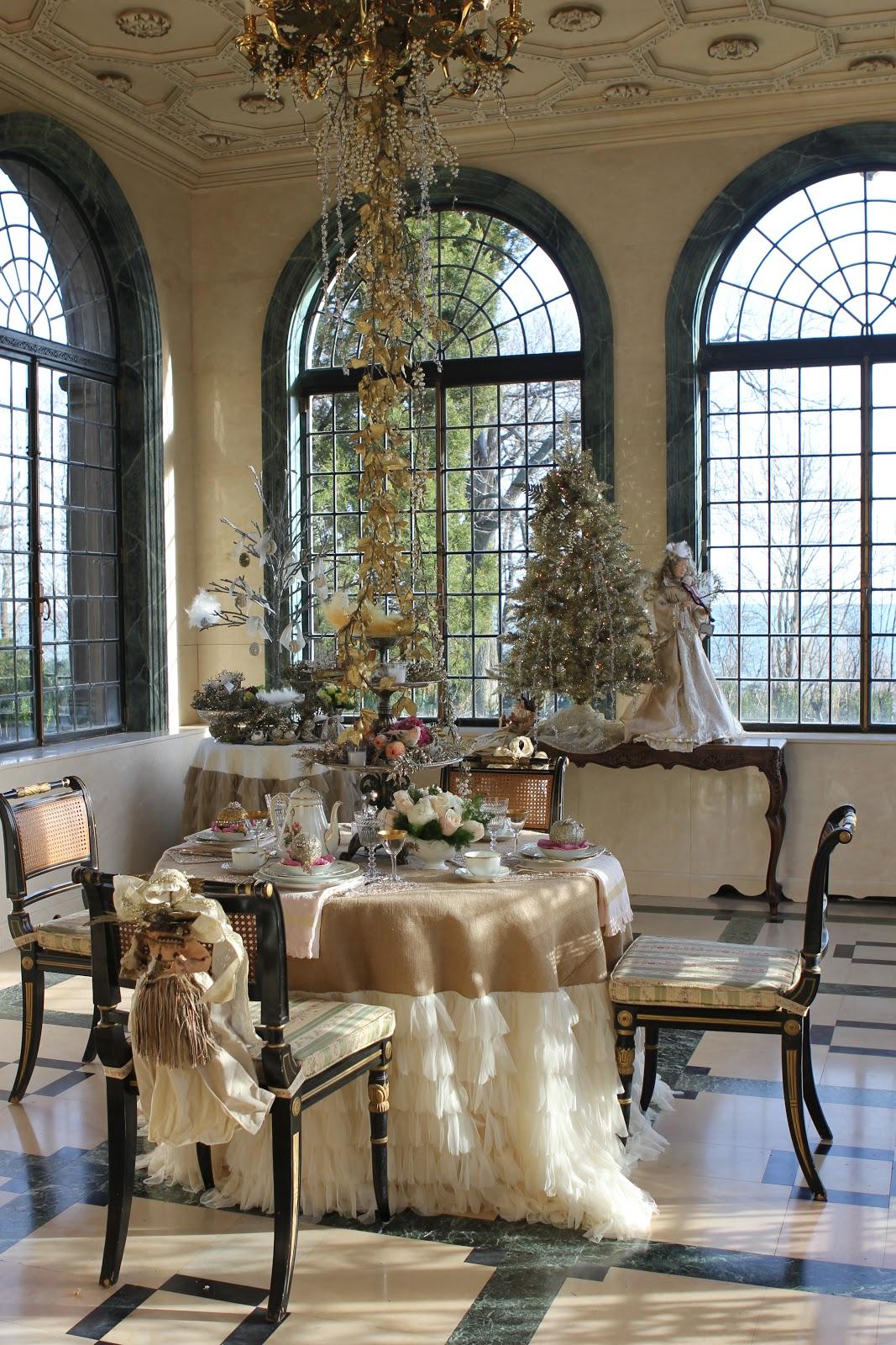 romancing-the-home-chichi-tablecloth.jpg