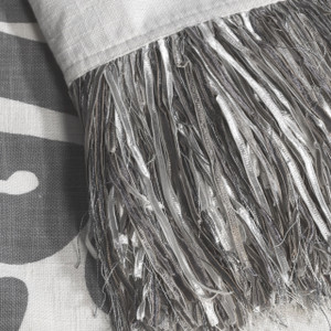 Enchantique Dark Grey Throw