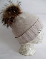 Cashmere hat with fur pom-pom